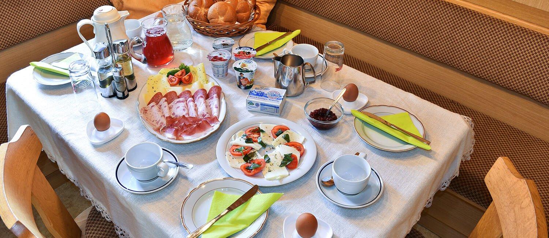 Organic farm breakfast on the Kircherhof in Bressanone / South Tyrol