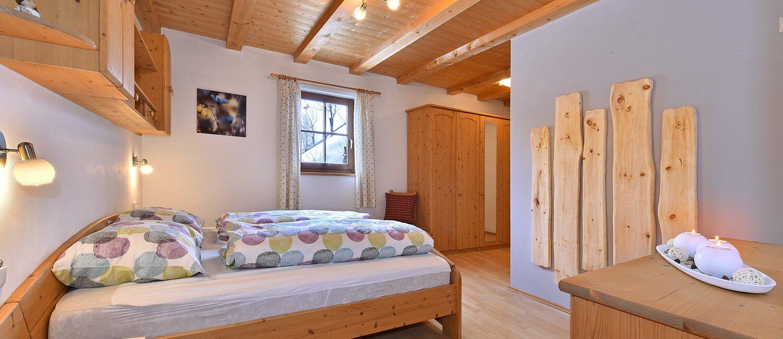 ferienwohnung-bauernhaus-schlafzimmer-1