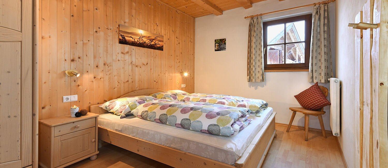 ferienwohnung-bauernhaus-schlafzimmer-2