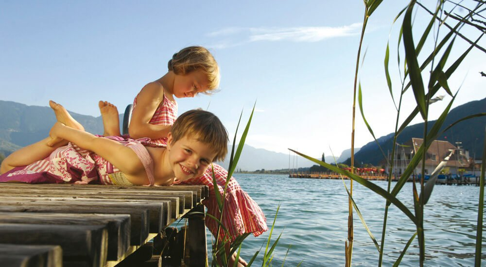 Bathing fun in South Tyrol – Outdoor swimming pools and crystal clear mountain lakes
